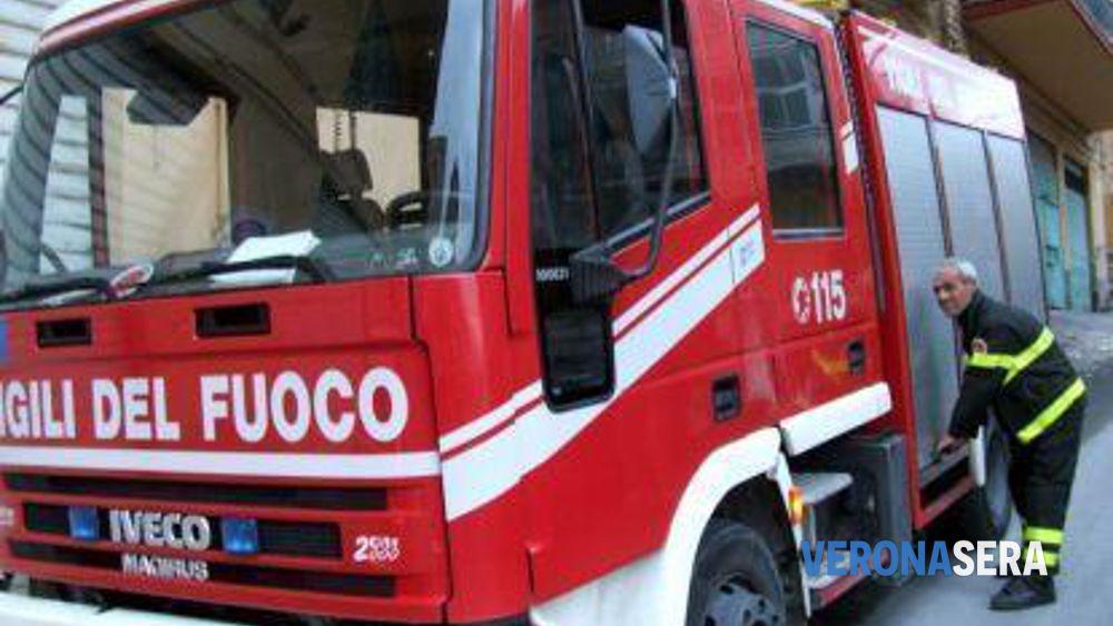 Scoppiano Due Incendi Per Corto Circuito In 24 Ore I Pompieri