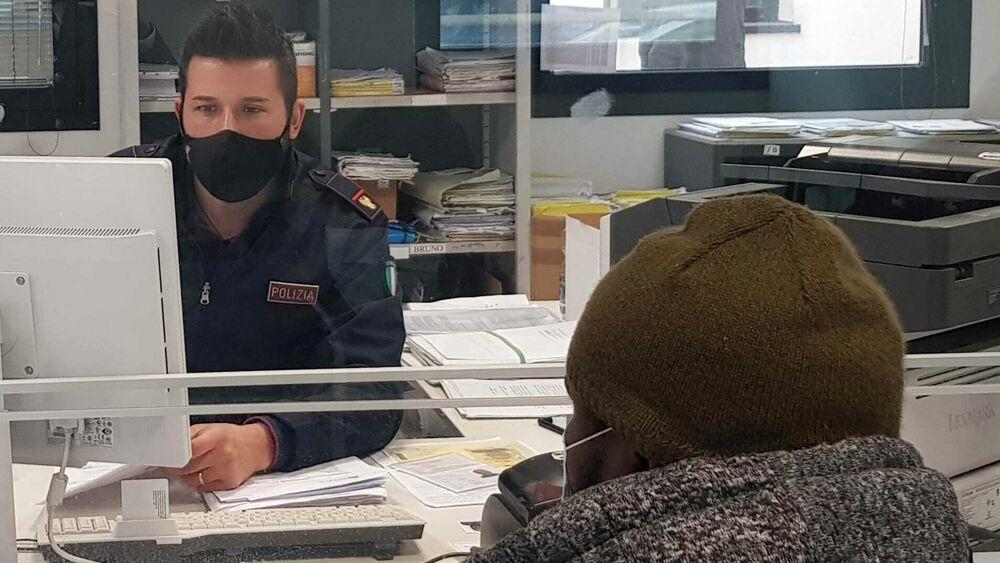 Verona | Presenta un passaporto falso per avere il ...