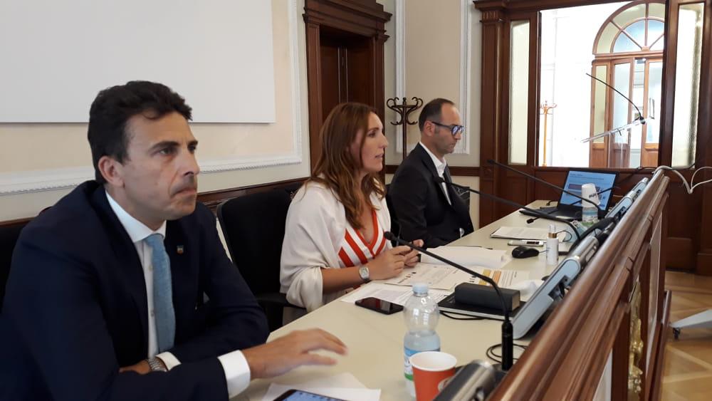 Famiglie Imprese Lavoro E Servizi 120 Milioni Per Il Post Covid 19 In Veneto
