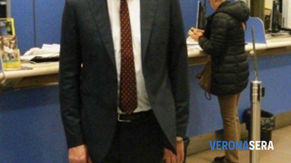 Ufficio Postale A Verona : Ufficio postale villafranca di verona images ufficio